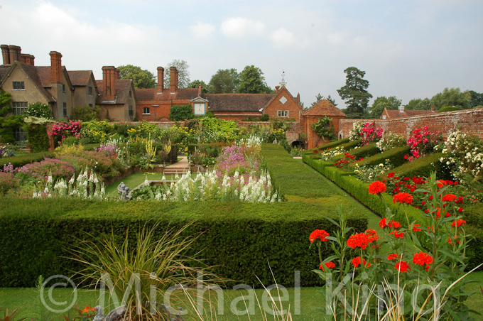 Traditional herbaceous borders